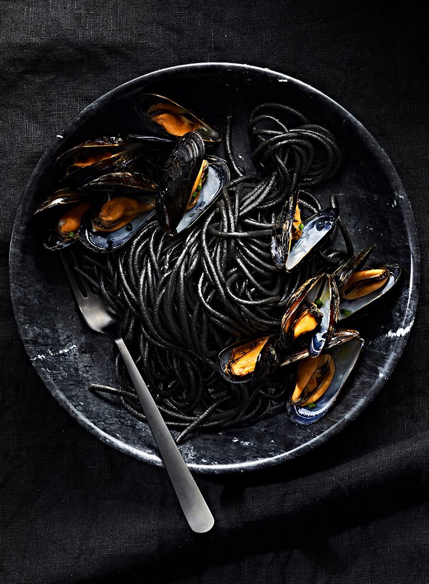 1815C_BW_Mussels-in-Pasta